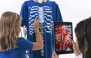 child using virtuali-tee